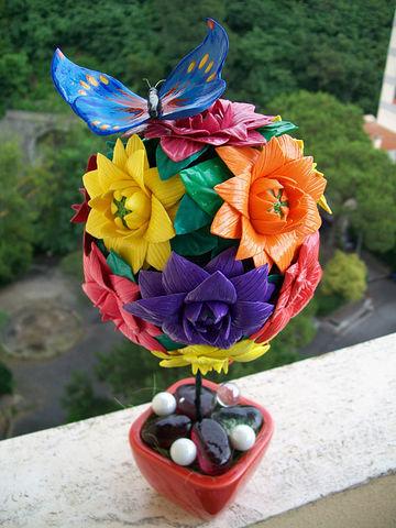 bouquet di fiori con farfalla originale