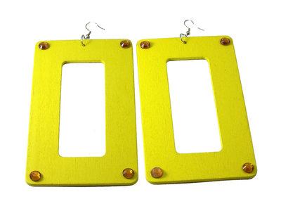 Orecchini in legno color giallo neon con strass