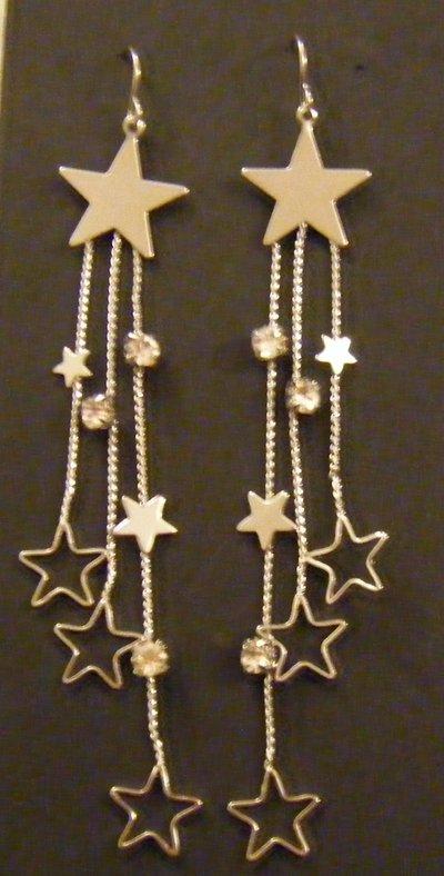 orecchini pendenti colore argento e stelline