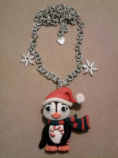 Collana con pinguino natalizio fimo