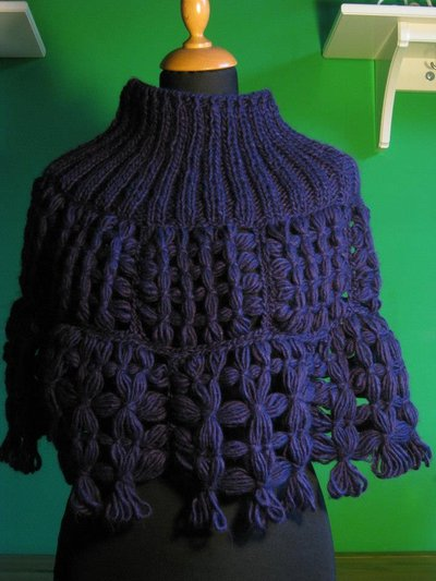 Mantella lana viola -- purple wool cape