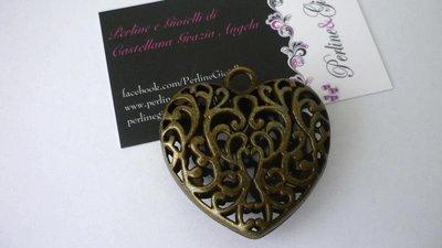 "Pendente Tibetan style ""Old Times Heart"", color bronzo anticato, Nickel free, Lead Free e Cadmium Free."