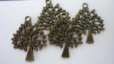 """Pendente tibetan """"Bronze tree"""", color bronzo anticato, Nickel free e Lead free.  Dimensioni: 34 x 24 mm"""