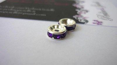 Rondelle in metallo argentato, rhinestone acrilico, violetto.  Dimensioni: diametro 8 mm; spessore 3,8 mm.