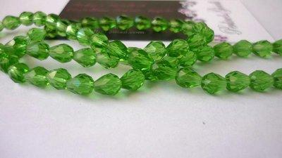 """Perle a goccia in vetro """"Suncatcher"""", sfaccettate, verde.  Dimensioni: 9 x 5 mm."""