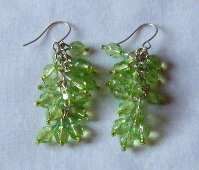 orecchini a grappolo con cristallo verde