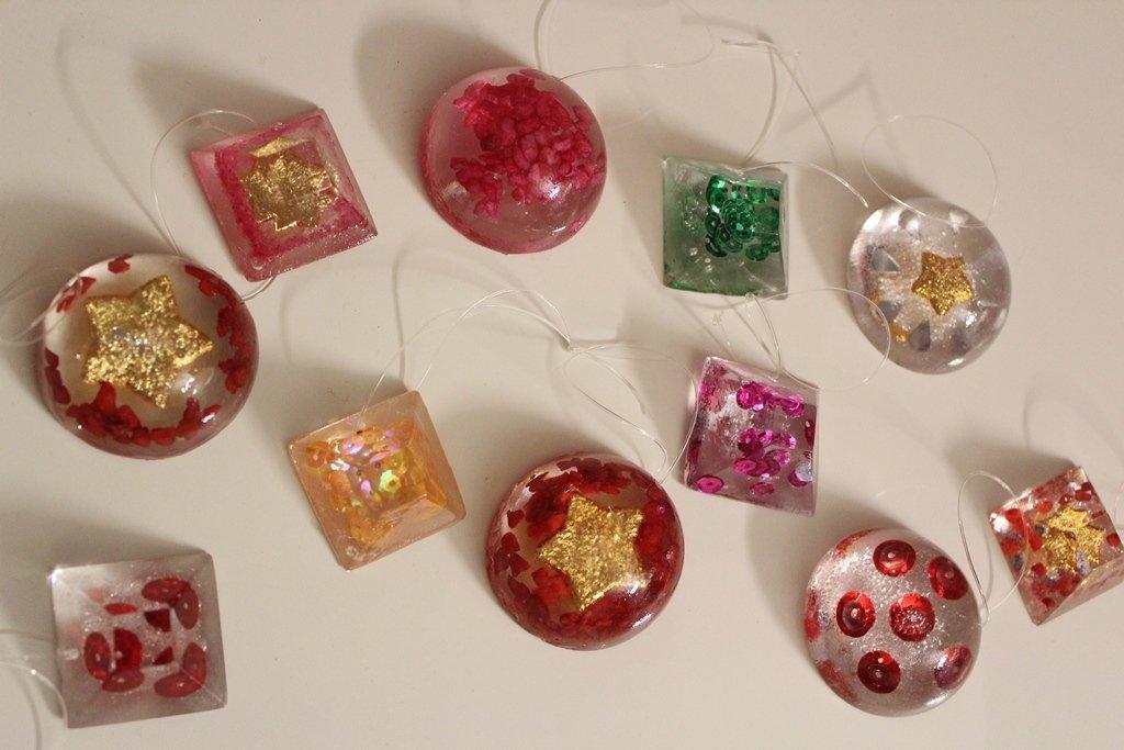 Kit 5 addobbi per albero di natale in resina disponibili in tante forme e colori