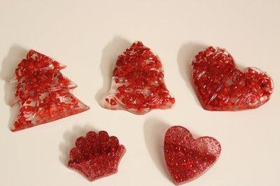 Kit di 5 Spille in resina natalizie di varie forme e colori ideali per addobbare la tovaglia