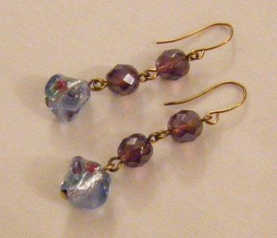 orecchini pendenti con cristallo viola e vetro di murano,fatti a mano