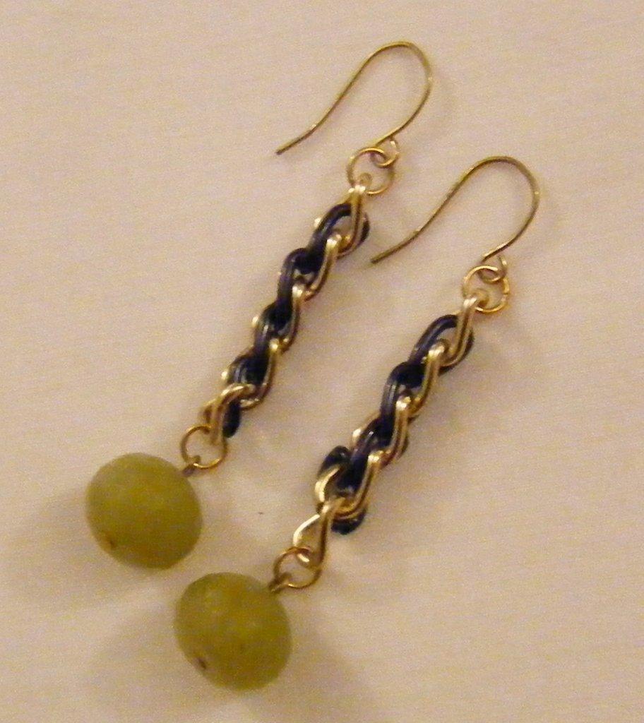 orecchini con catena e pietre dure giada