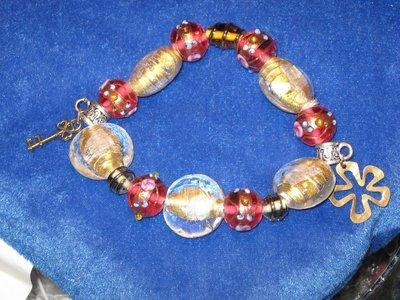 Bracciale con perle in vetro alla fiamma e foglia oro