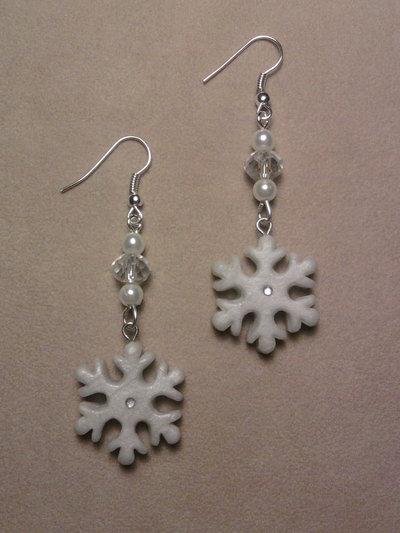 Orecchini con fiocchi di neve e perle fimo