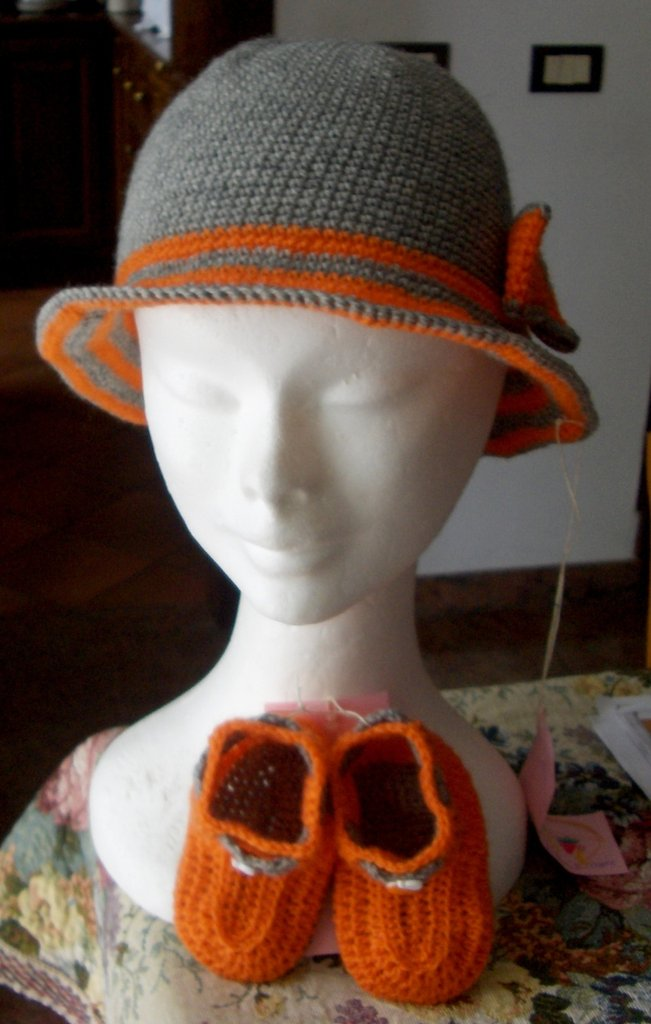 Completo bimba cappello scarpine uncinetto - Crochet outfit baby hat and booties