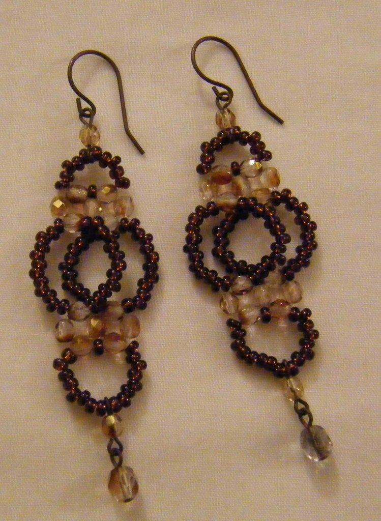 orecchini pendenti con conteria e mezzo cristallo,fatti a mano