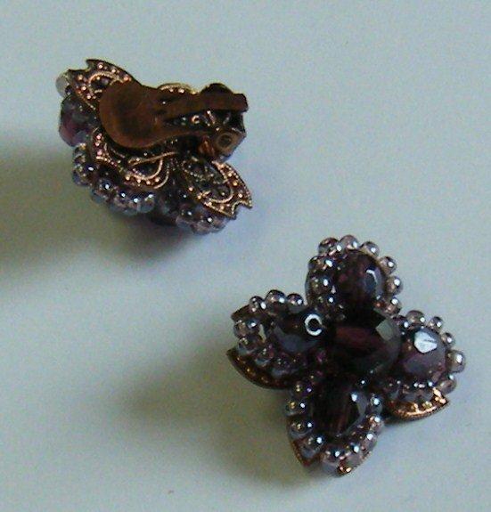 orecchini  a  clips con mezzo cristallo viola fatti a mano