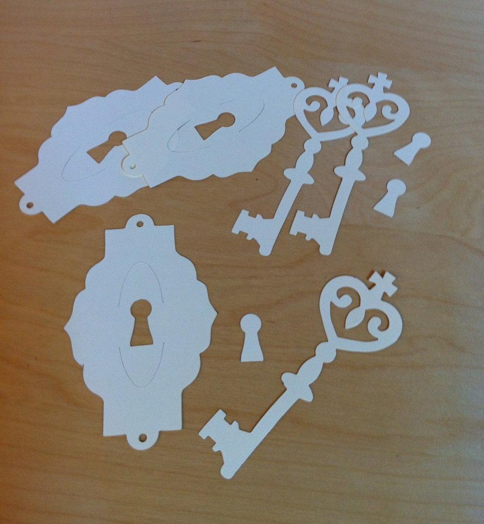 Chiavi e serrature in cartoncino fustellato