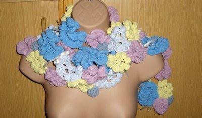 Sciarpa da donna ragazza o bambina con fiori a uncinetto