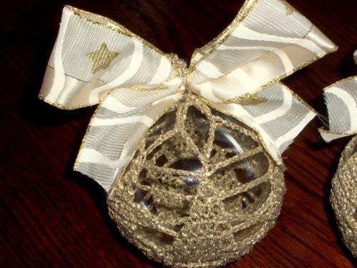 Decorazione natalizia palla con pizzo a uncinetto