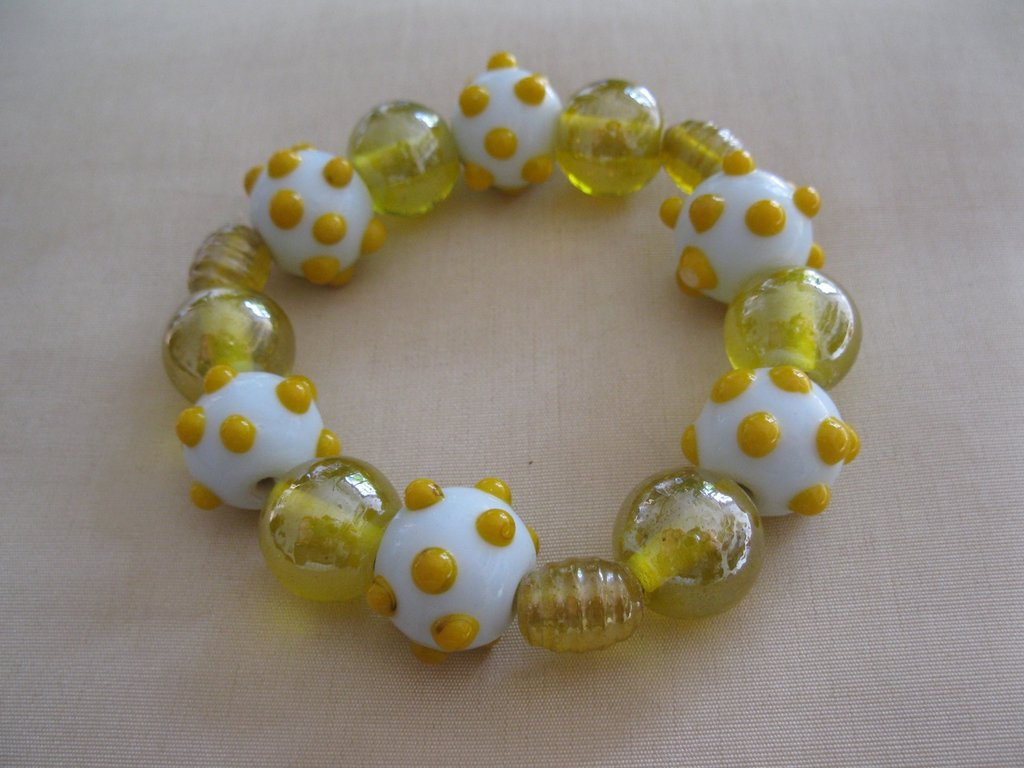 Bracciale elastico con perle in vetro gialle