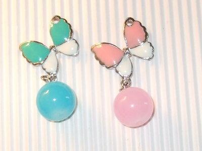 1 charm farfalla smalto + perla vetro rosa o azzurra