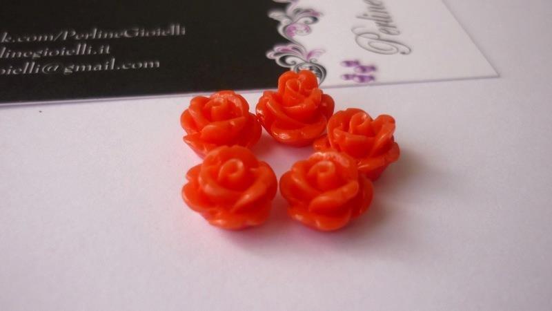 Roselline in corallo sintetico, Tomato.  Diametro: 11 mm.