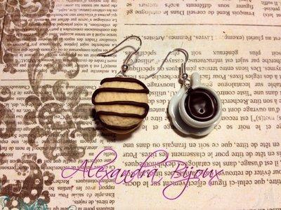 orecchino YO-YO e tazzina di caffè