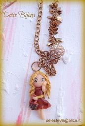 Collana con catena oro antico,perla grande con strass e ciondolo minidoll moda con borsetta Vuitton