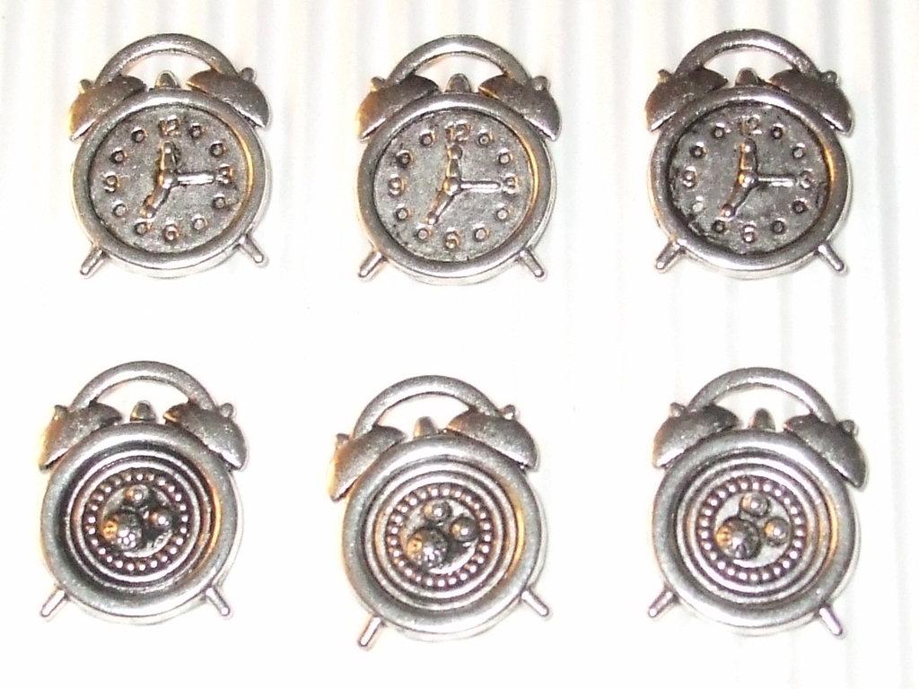 6 charms sveglia in metallo vend.