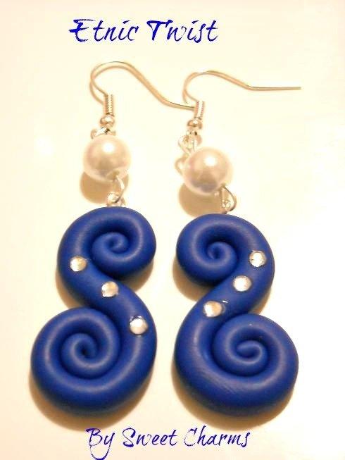 Orecchini spirali ghirigori fimo con strass o perle modello a scelta
