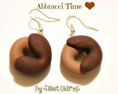 Orecchini ciondoli charms biscotti abbracci