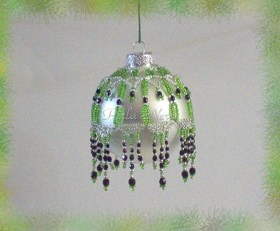 """Palla  di Natale da collezione """"Coronet"""" fatta a mano con perline"""