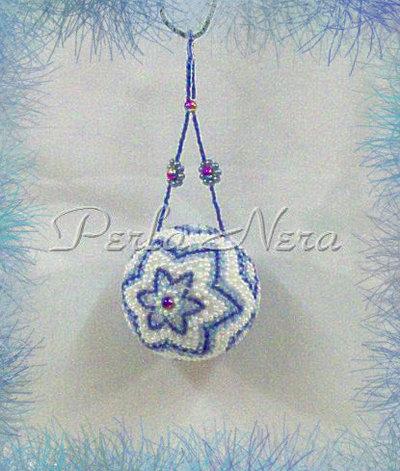 Palline di Natale fatte a mano con perline