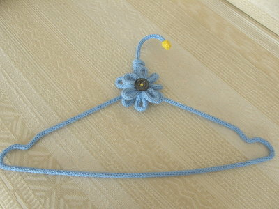 Gruccia appendiabiti in maglia