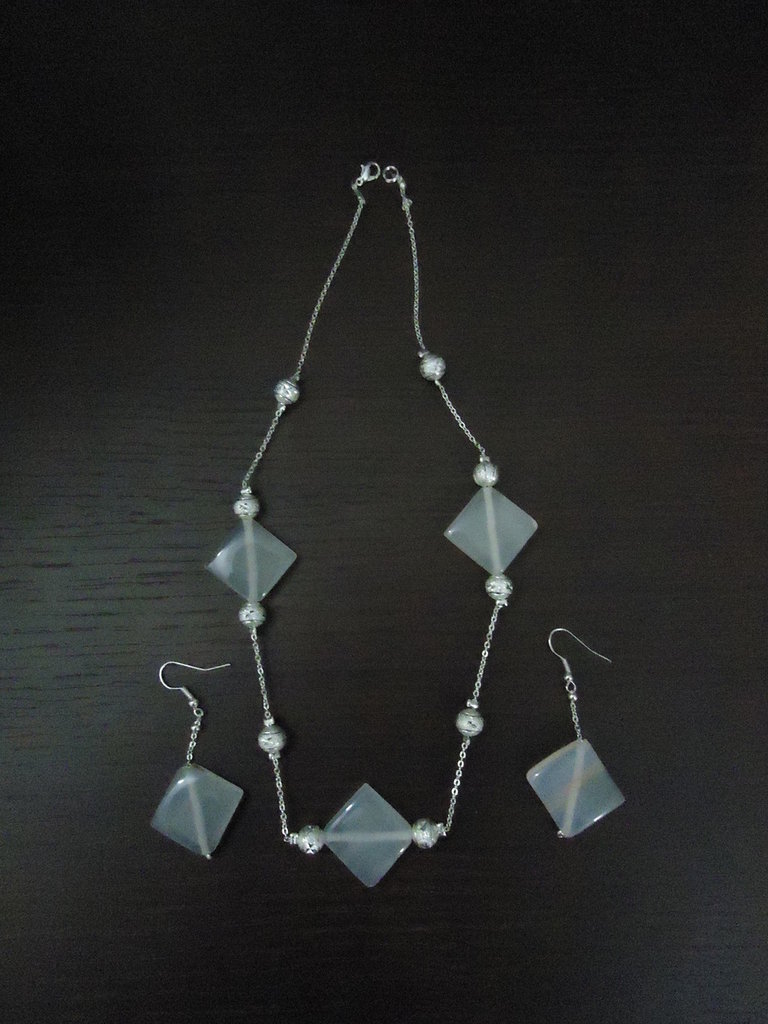 Parure collana e orecchini pietra bianca