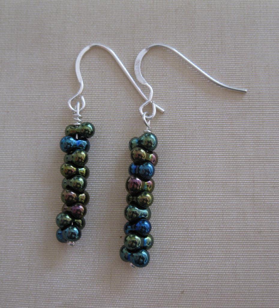 Orecchini pendenti con perle farfalla - verde iridescente