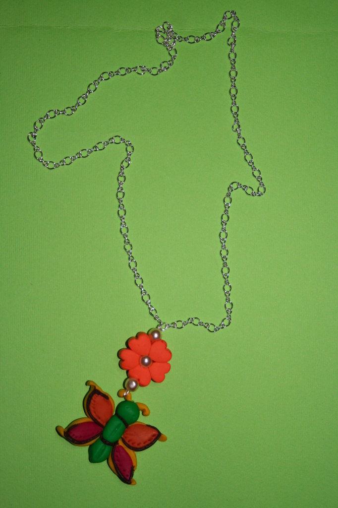 cod. 00012 collana con farfalla e trifoglio portafortuna
