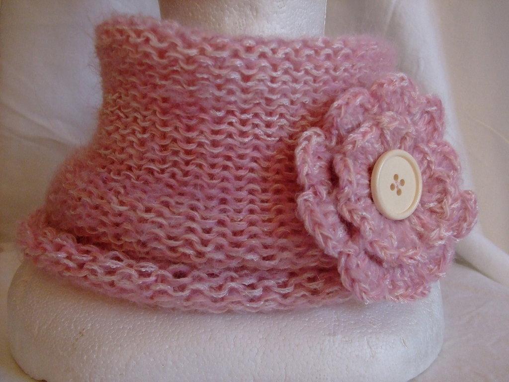 Scaldacollo rosa melange  di lana con spilla,senza cuciture