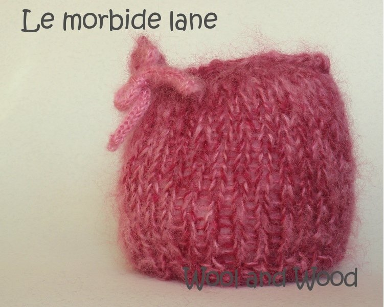 Cappellino quadrato per neonata 0/3 mesi