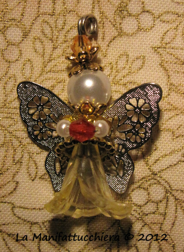 Angeli con perle a fiore 001
