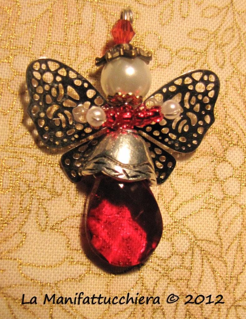 Angeli con gocce di vetro rosse