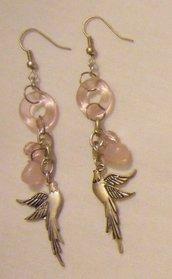 orecchini pendenti con catena ,perline e charms,fatti a mano