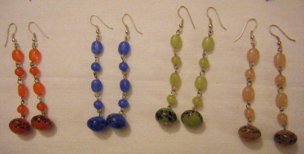 orecchini pendenti con perline fatti a mano