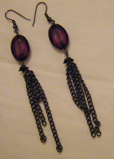 orecchini pendenti con catena e perle viola,fatti a mano
