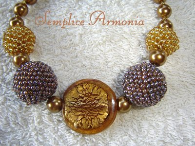 Girocollo beaded beads oro e bronzo