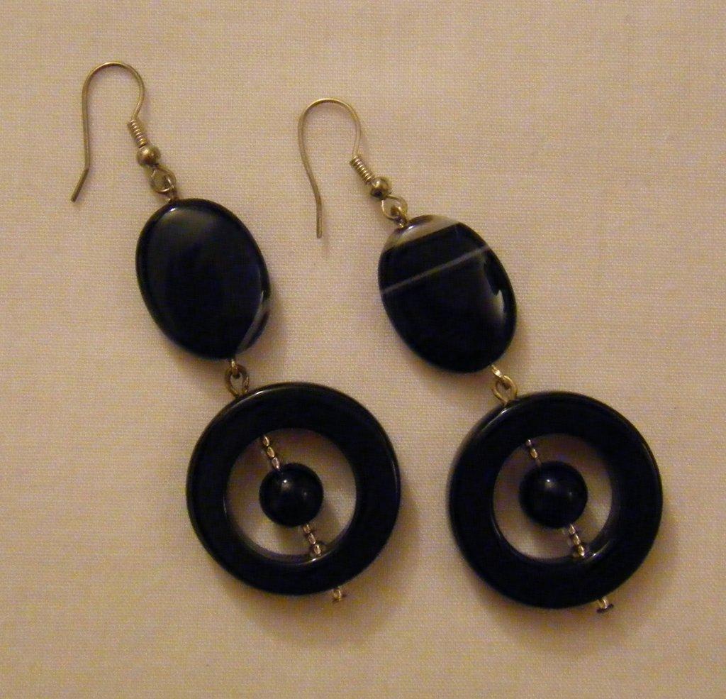orecchini pendenti con pietre dure ,onice nero e agata,fatti a mano