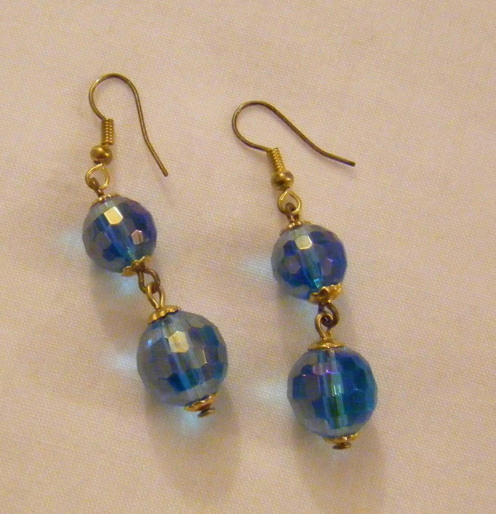 orecchini pendenti con perle in vetro azzuro,fatti a mano