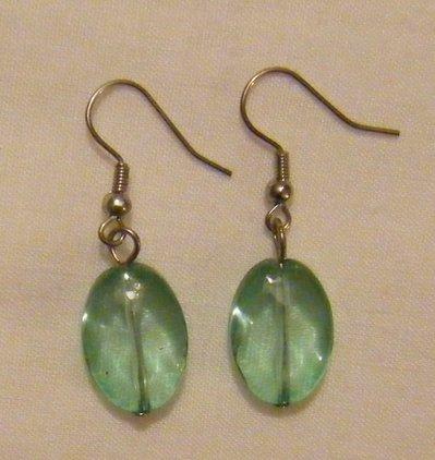 orecchini pendenti con perline in vetro