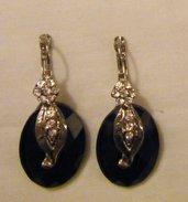 orecchini pendenti con cabochon nero,metallo e strass