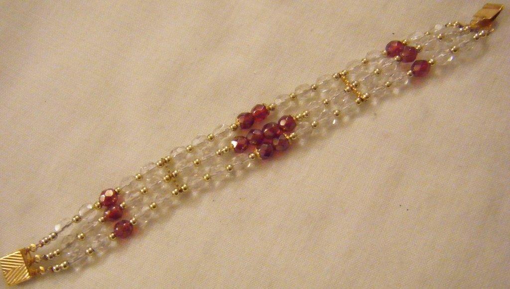 bracciale a 3 giri con mezzo cristallo cristal,rosso,viola ,fatta a mano