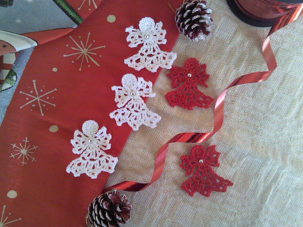 5 angioletti natalizi ad uncinetto